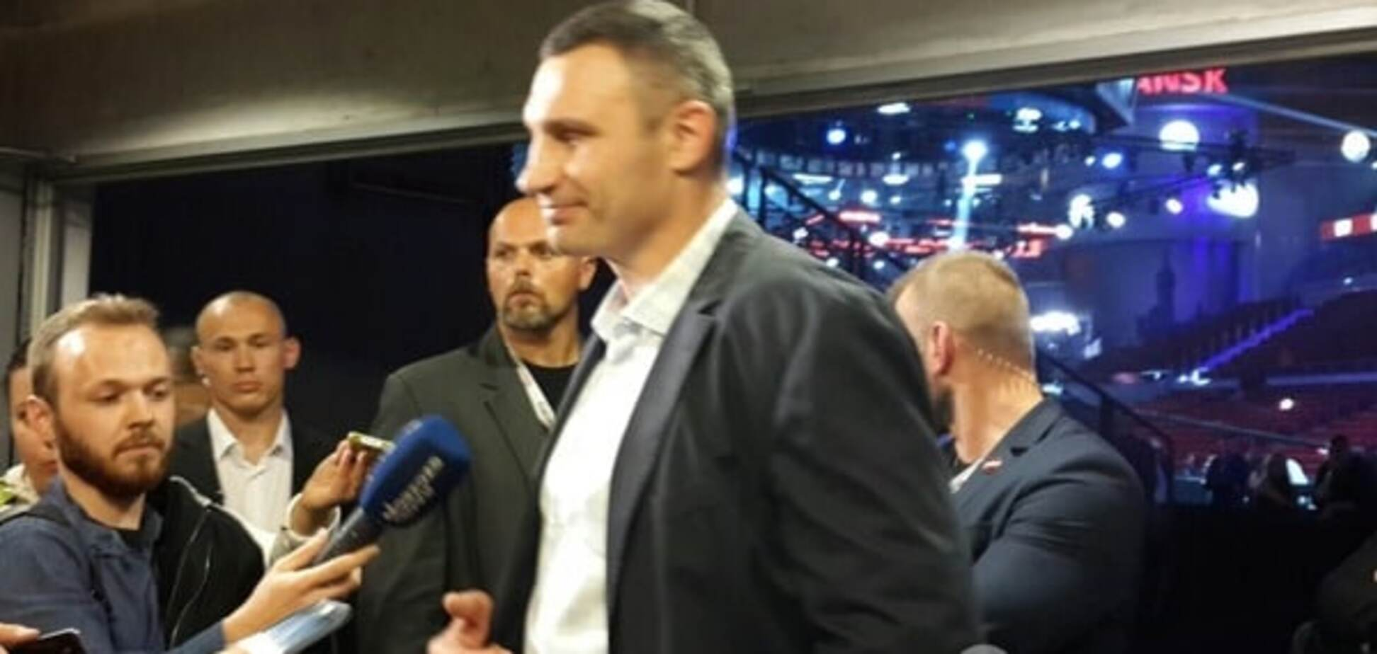 'Стать звездой': Кличко поздравил Усика с чемпионским поясом
