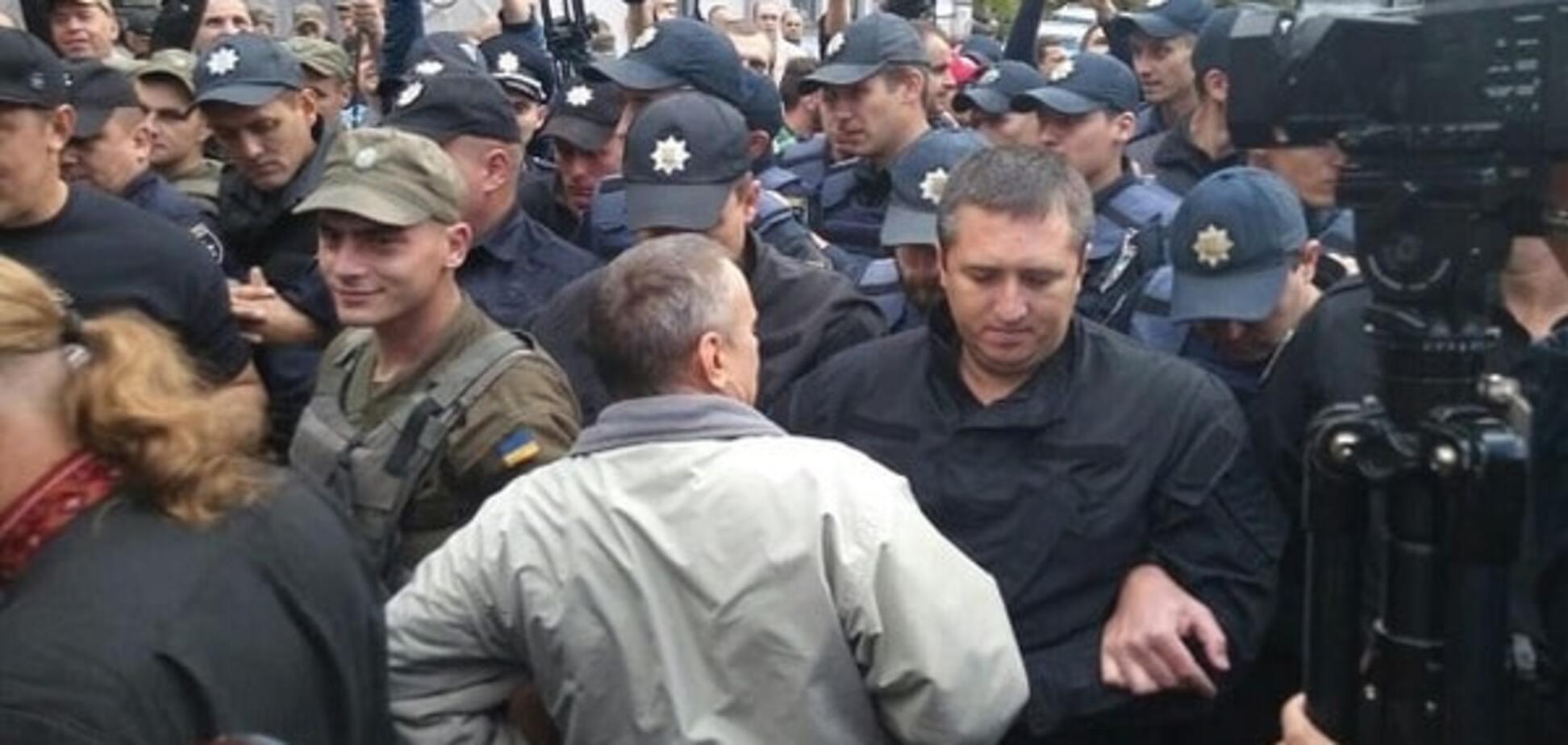 Потасовки у посольства РФ: полиция отпустила всех задержанных