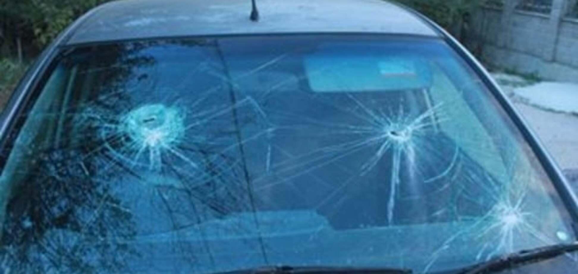 Різали ножем і били молотком: у Криму розгромили авто російської активістки