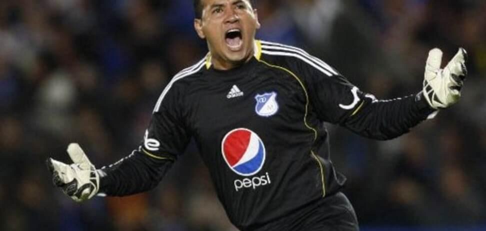 Колумбийский вратарь забил роскошный мяч и отдал голевую передачу: видео шедевра
