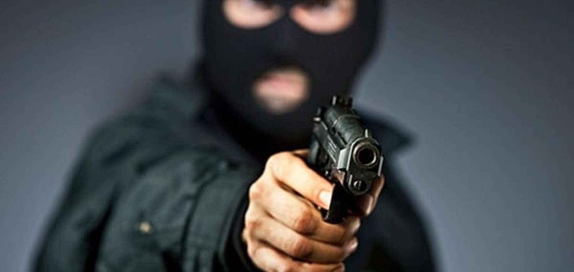 Пограбували на 1 млн грн: у Києві група озброєних людей напала на чоловіка