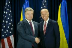 Міцне рукостискання: Порошенко та Байден зустрілися на переговорах у Нью-Йорку