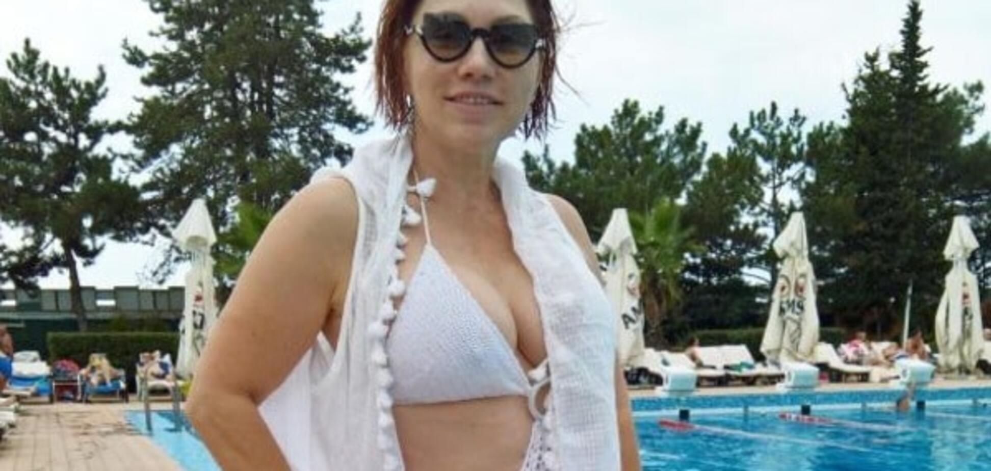 54-летняя Роза Сябитова похвасталась пышным бюстом в бикини: фотофакт