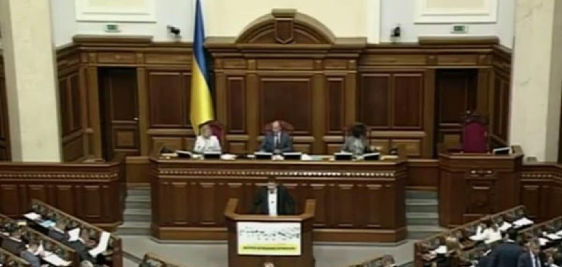 'Триста п'ятдесят сім': Рада розпочала засідання двома хвилинами мовчання