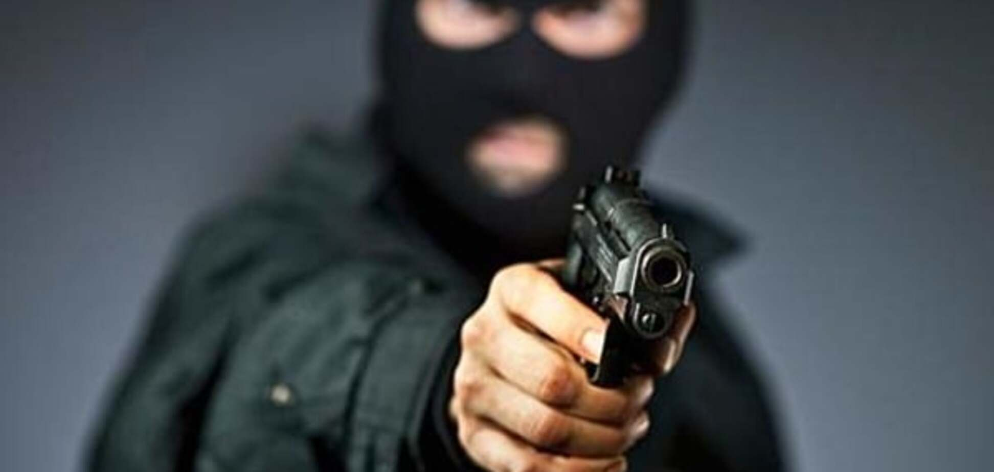 У Києві озброєні грабіжники напали на перехожу