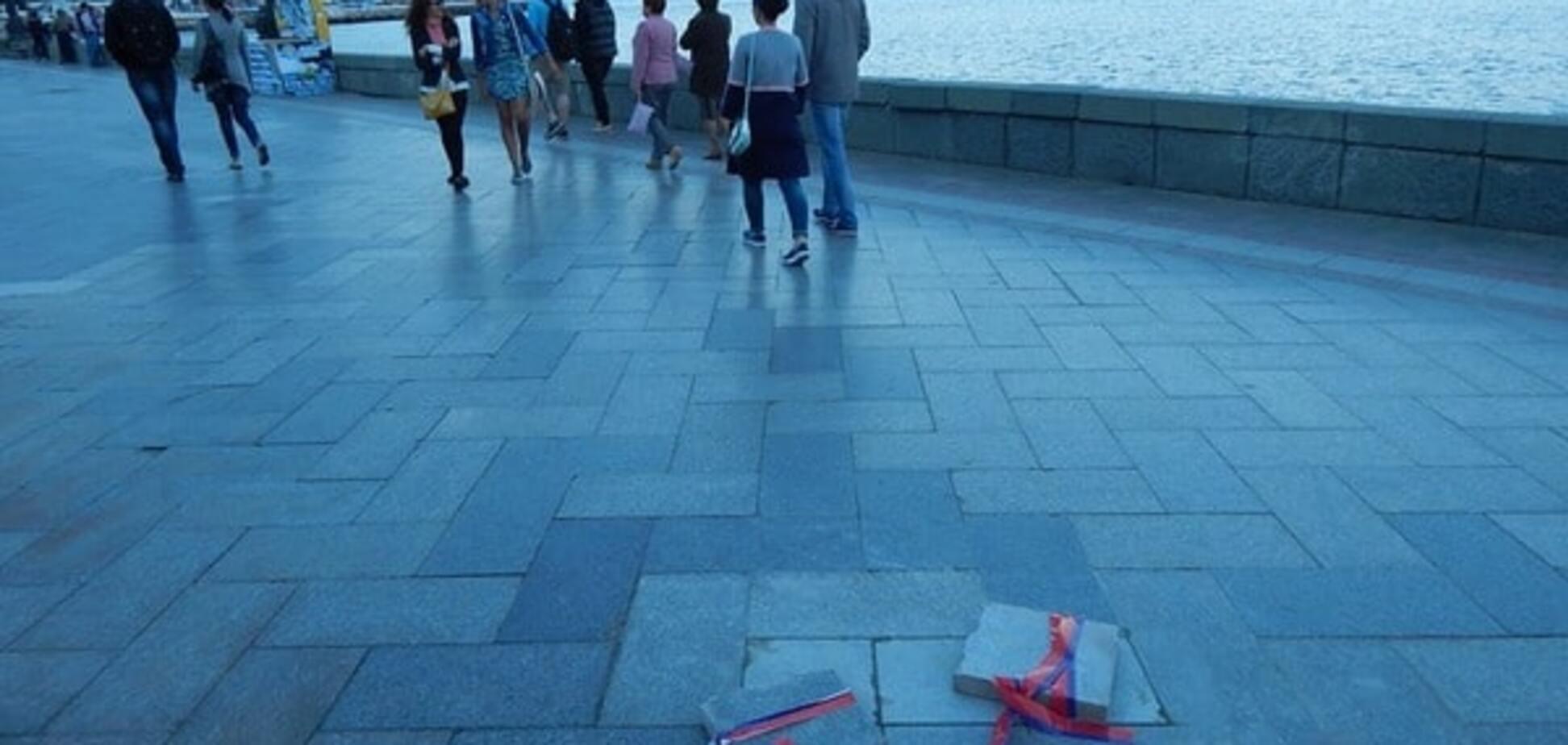 Забота по-русски: в Ялте на берегу моря заметили 'наборы утопленников'. Фотофакт