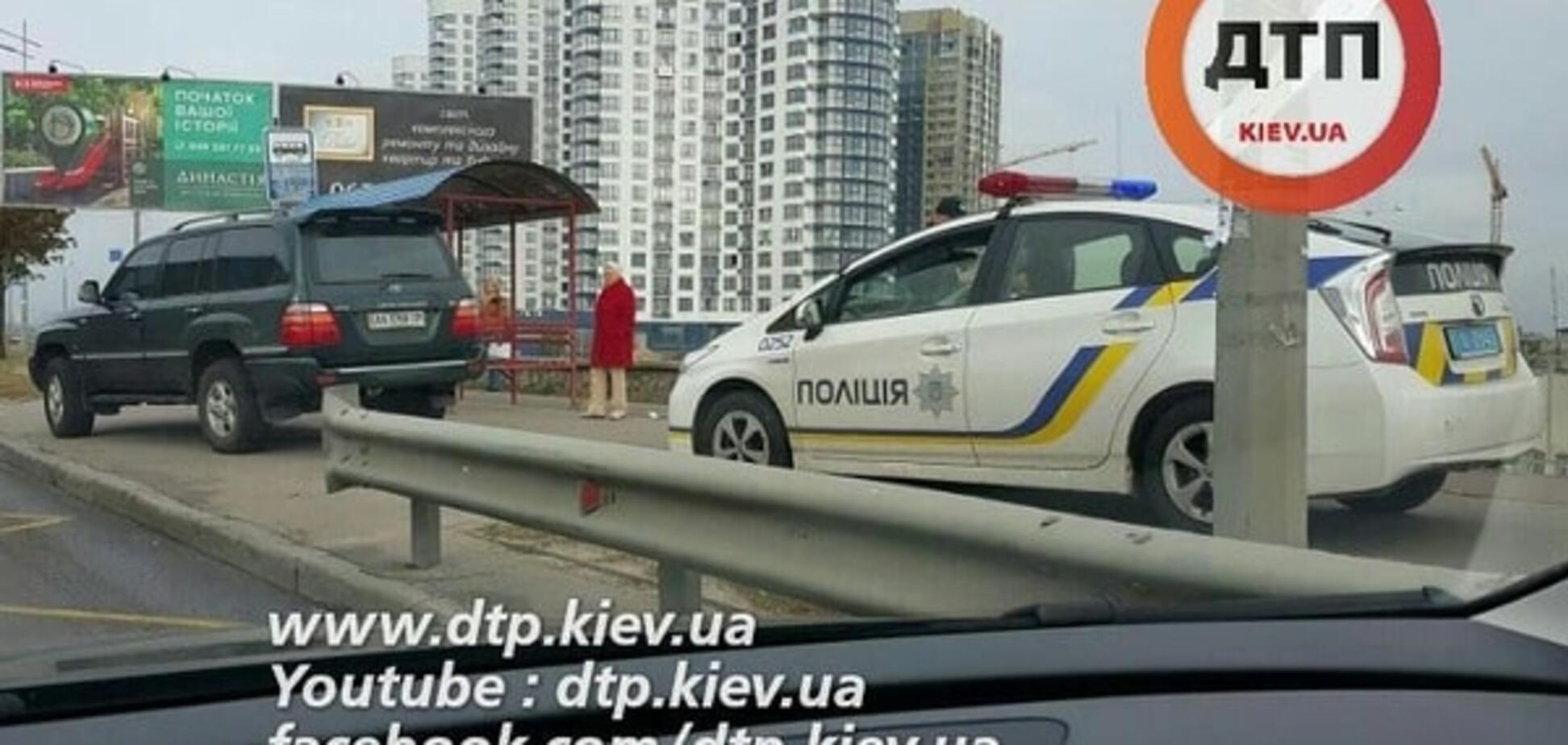 У Києві поліція оштрафувала водія за їзду по тротуарах