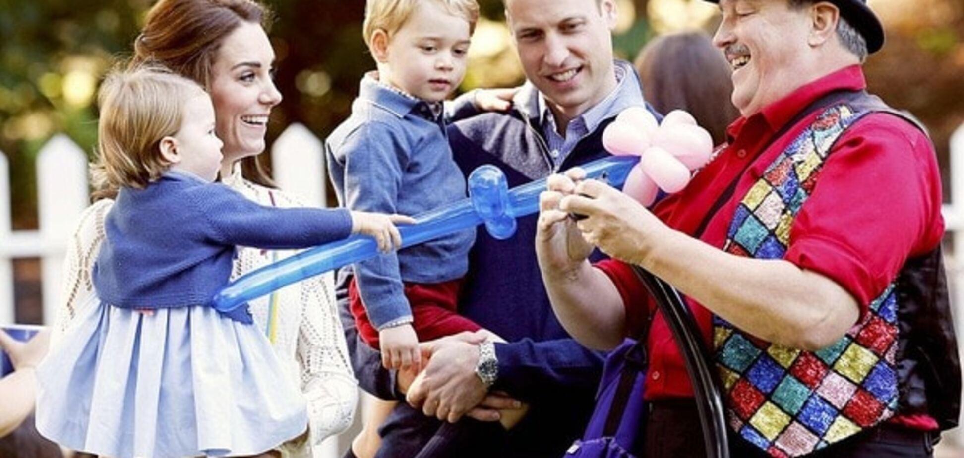 Принц Джордж і принцеса Шарлотта з батьками