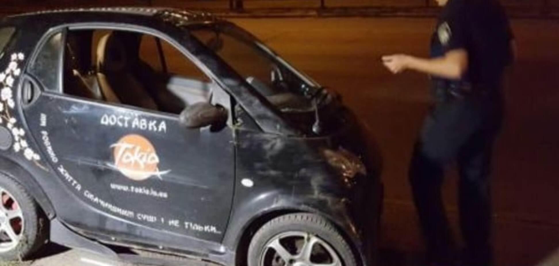 П'яна ДТП у Києві: 'сушімобіль' перекинувся на бік