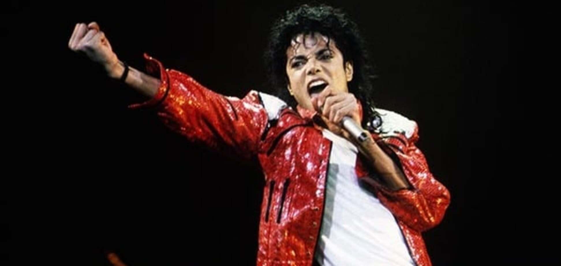 'Майкл Джексон живий': шанувальники помітили поп-короля в машині його дочки