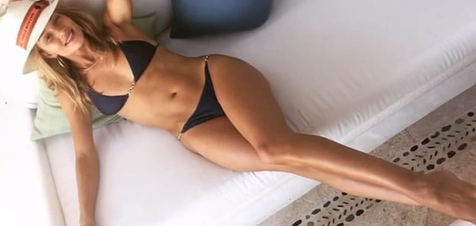 Роузи Хантингтон-Уайтли взбудоражила сеть снимками в бикини