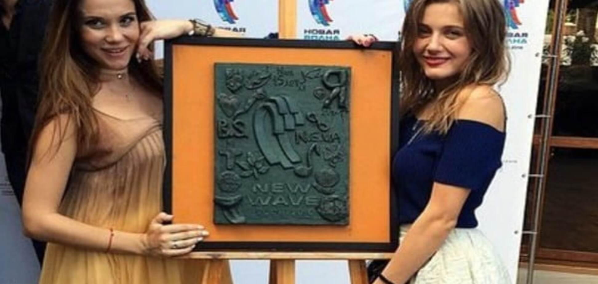 Новая волна 2016: украинок на второй конкурсный день разместили друг за другом