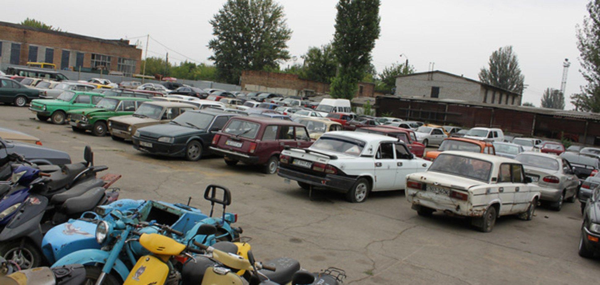 У Києві зі штрафмайданчика викрали автомобіль