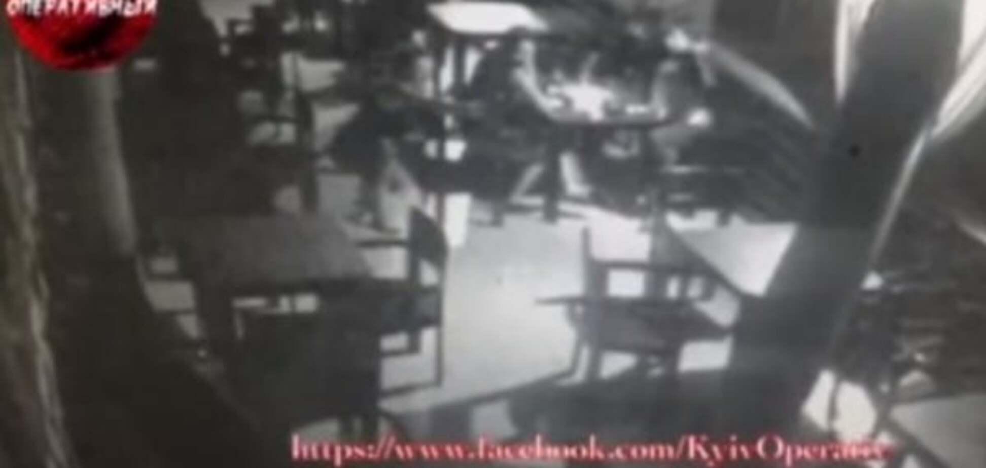 Влаштувала тир у ресторані: з'явилося відео зі скандальним київським копом