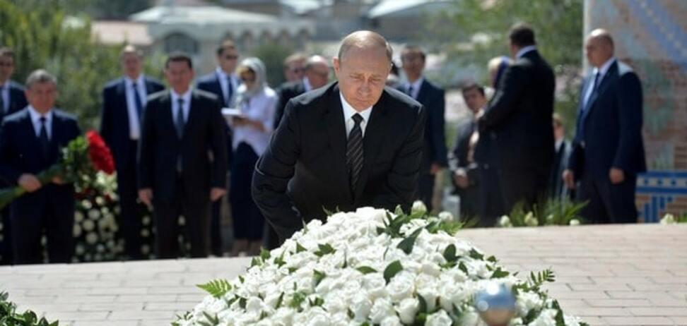 Путин возложил цветы на могилу Каримова в Узбекистане