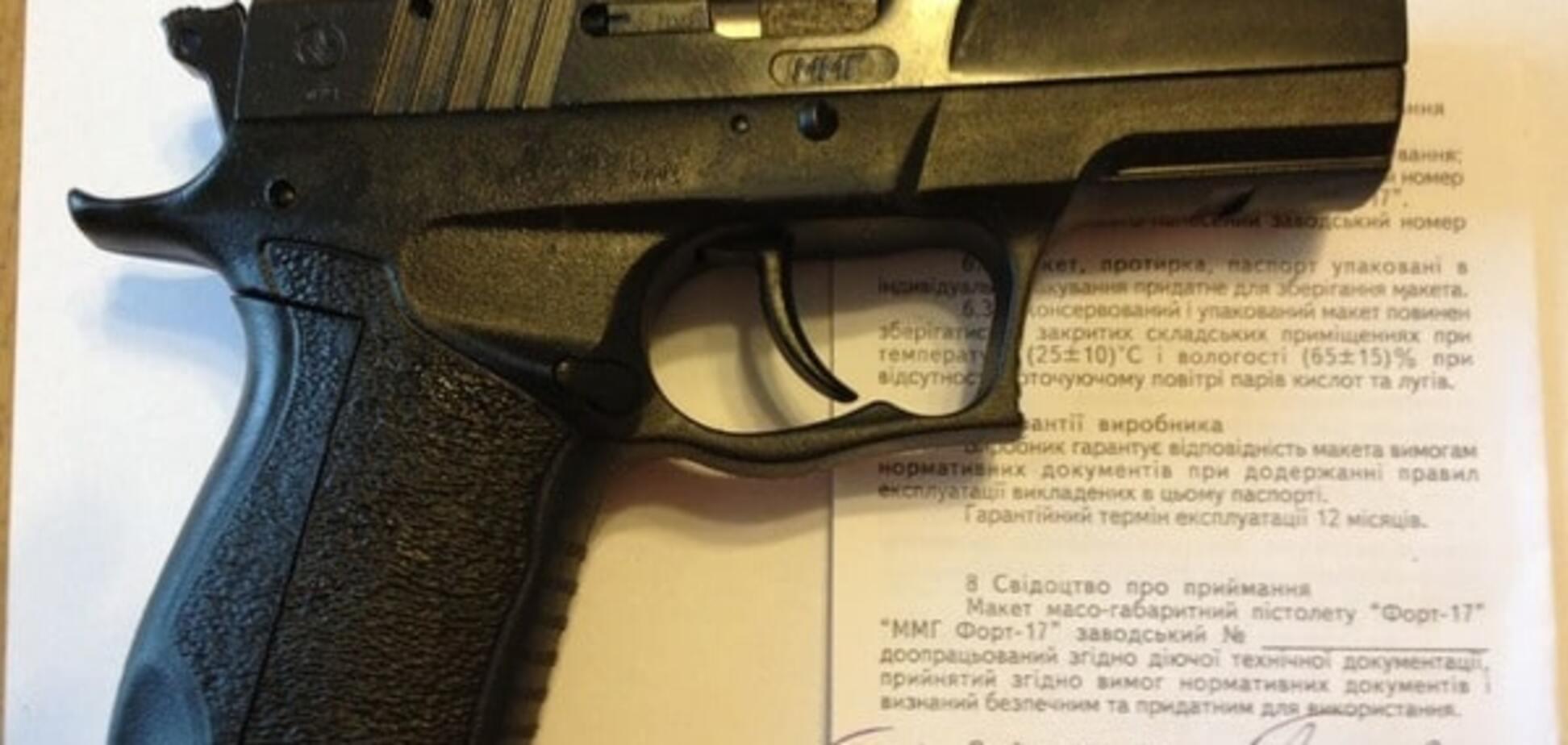 Путин и олигархи: стало известно, кому вручали именные пистолеты президенты Украины