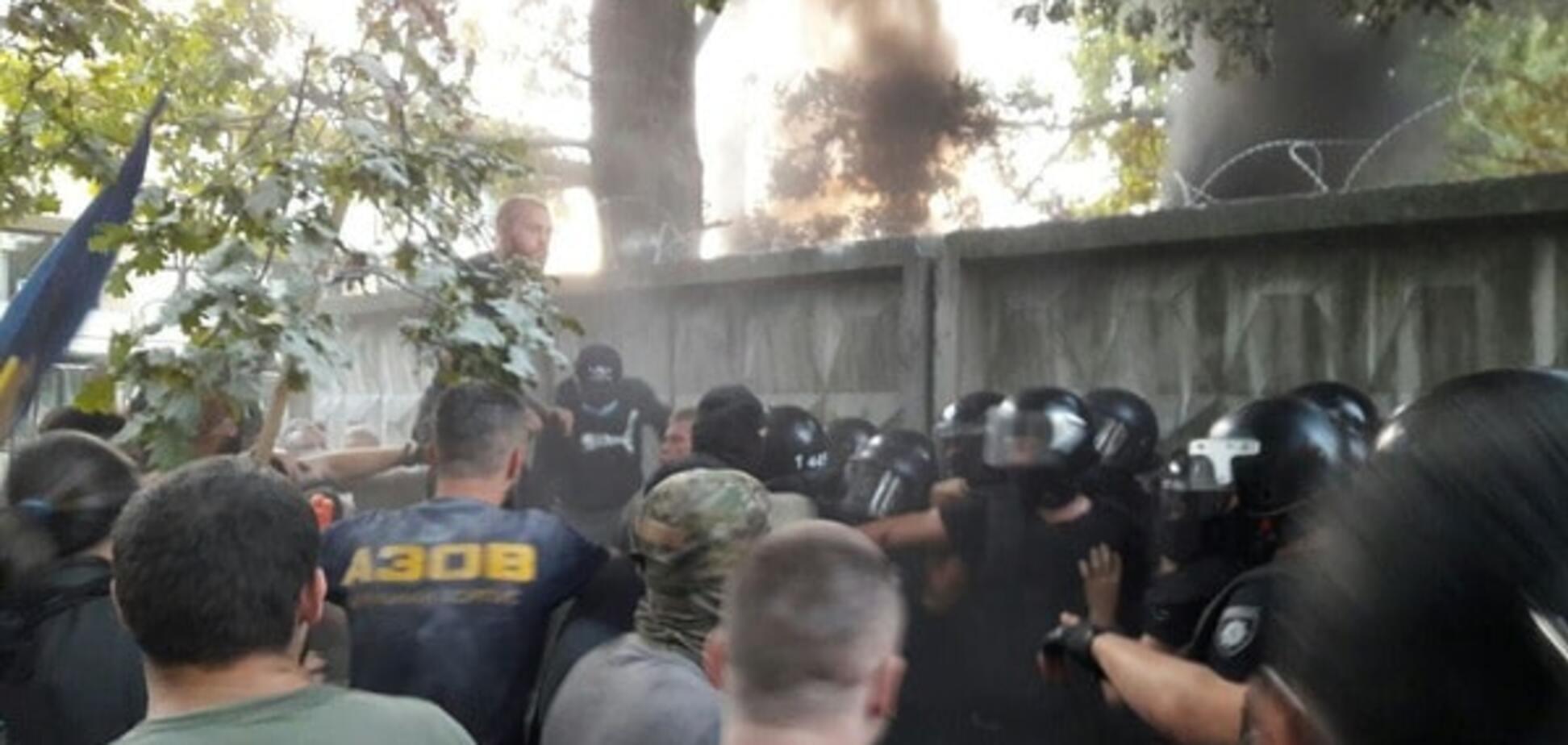 'Три швидких забрали поранених': у Києві поновилися зіткнення біля скандальної забудови
