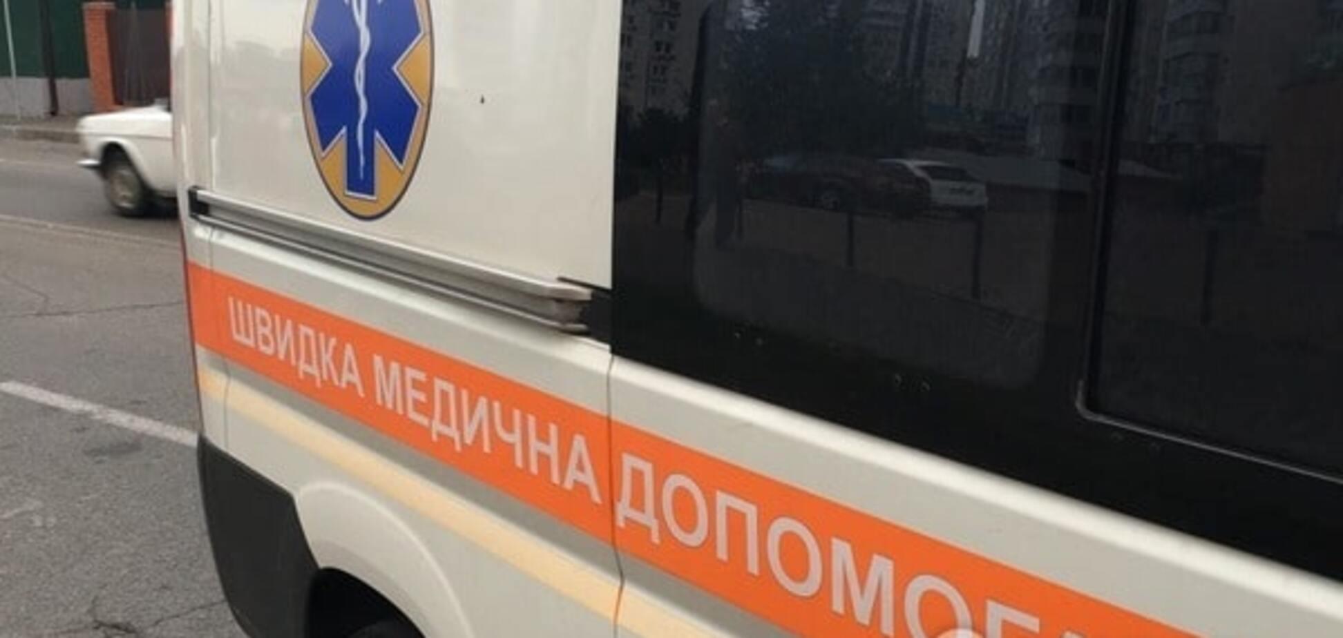 У Києві з шостого поверху випав чоловік