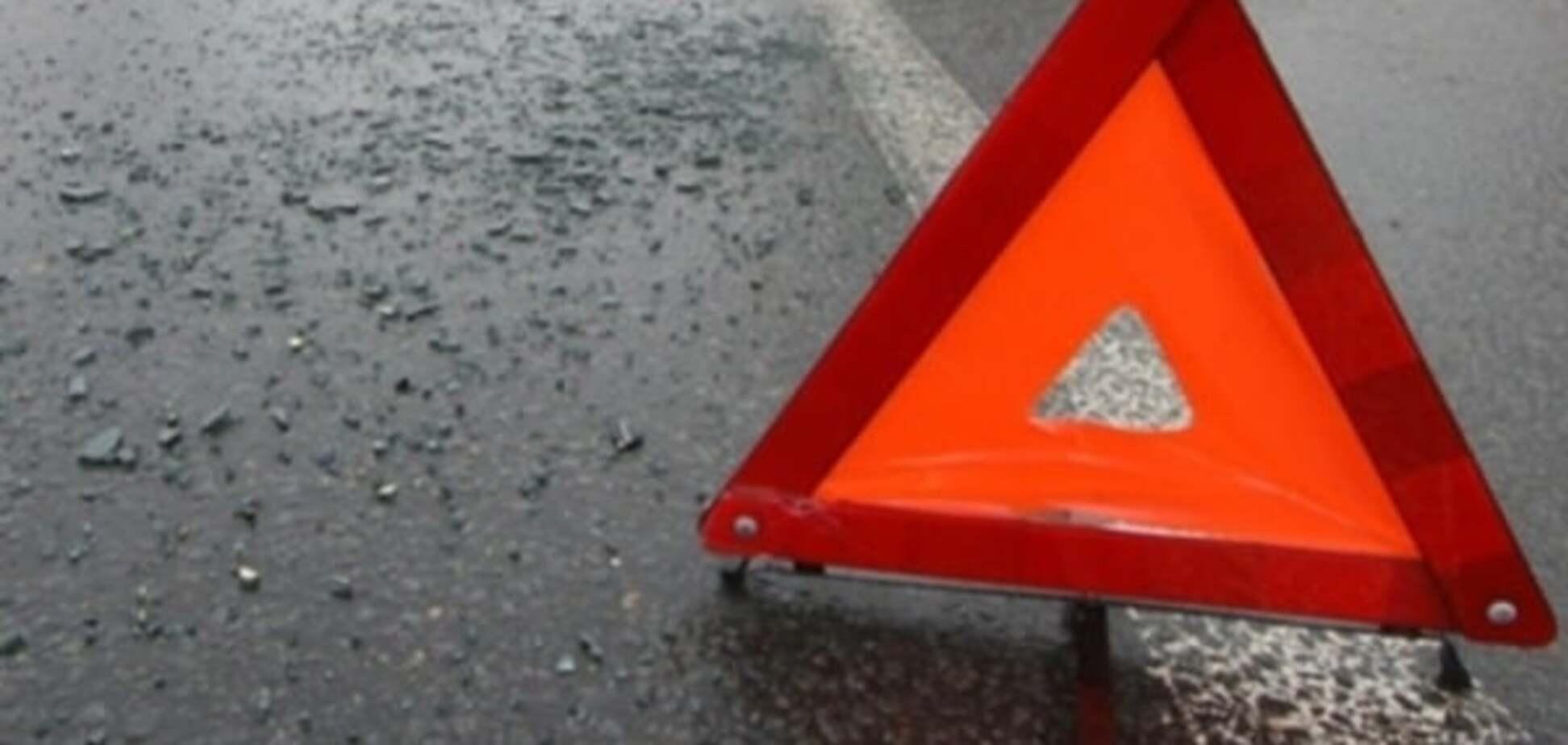 На трасі в Київській області під колесами авто загинули двоє чоловіків