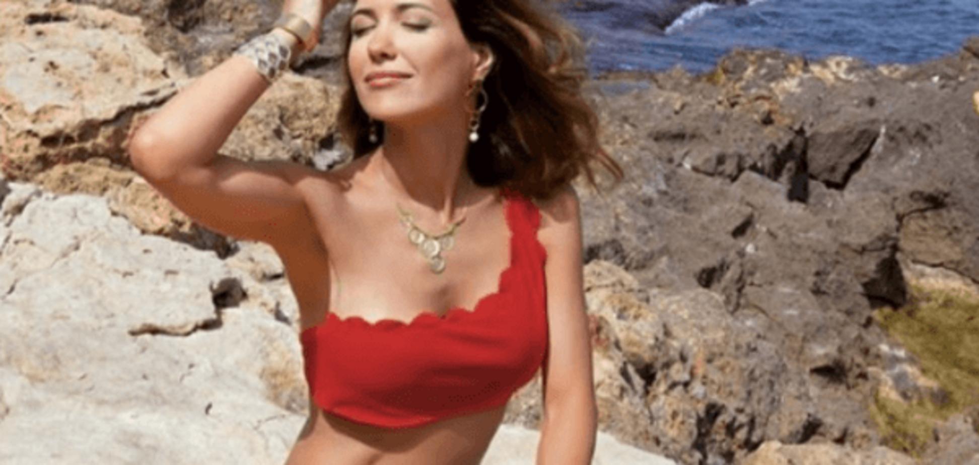 Екатерина Климова поразила стройной фигурой в ярком купальнике