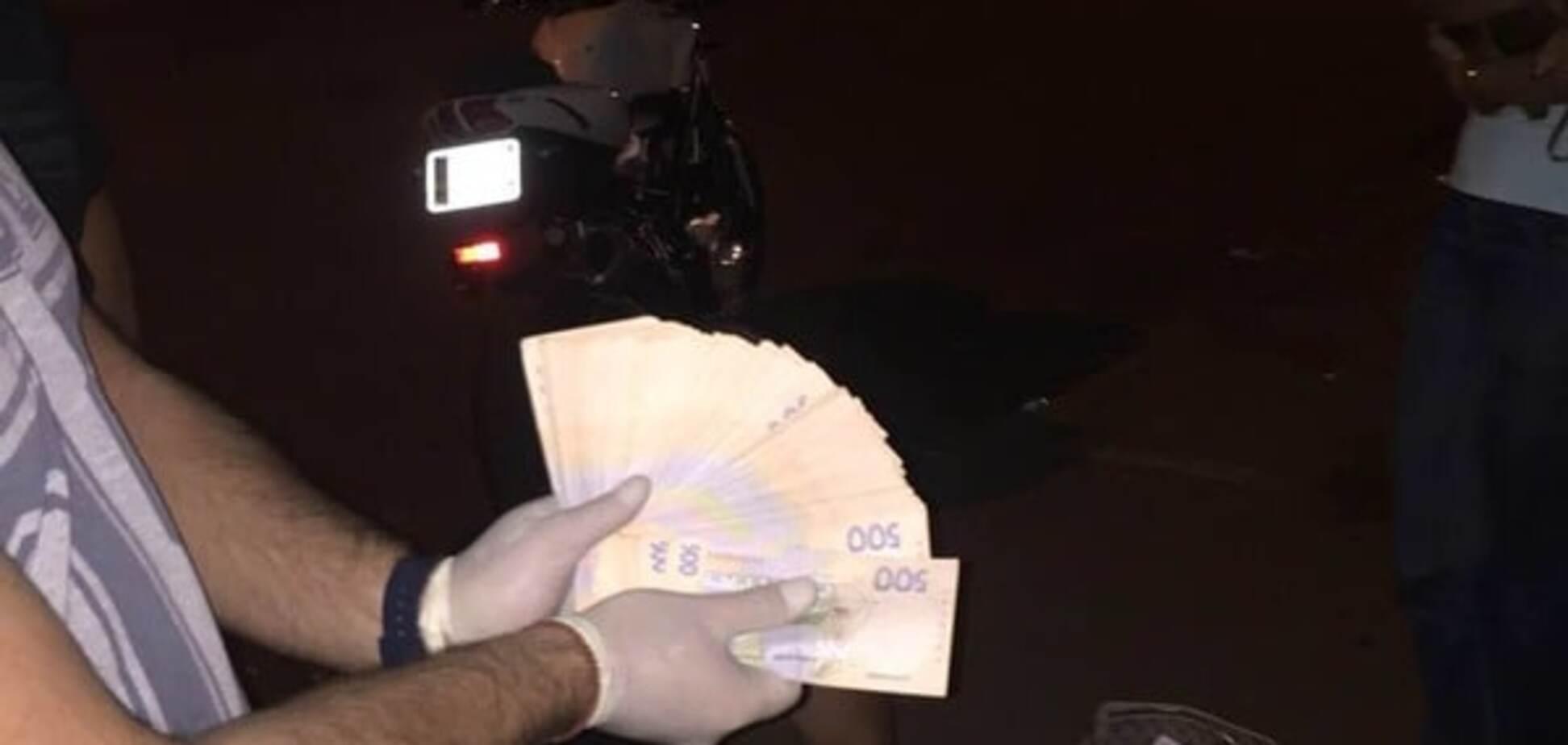 Полиция и ГПУ задержали на взятке замглавы Киевской ОГА. Опубликованы фото