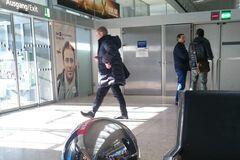 Пашинский в аэропорту Инсбрука
