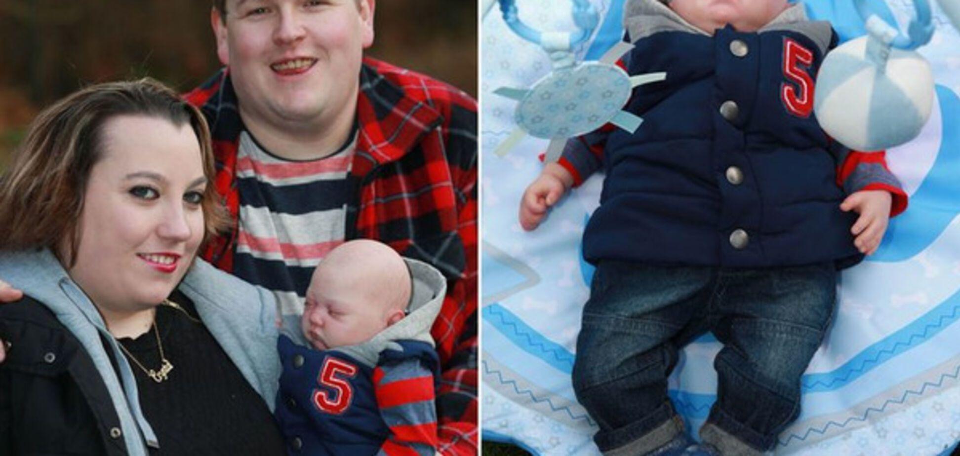Кристалл и Терри Дьюк с ребенком-куклой