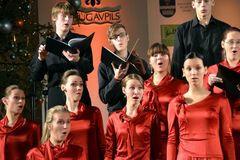 Судьи плакали, конкуренты аплодировали: юные украинки заняли первое место на фестивале в Латвии