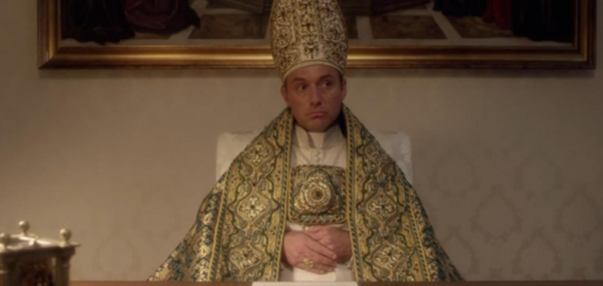 Джуд Лоу в роли Папы