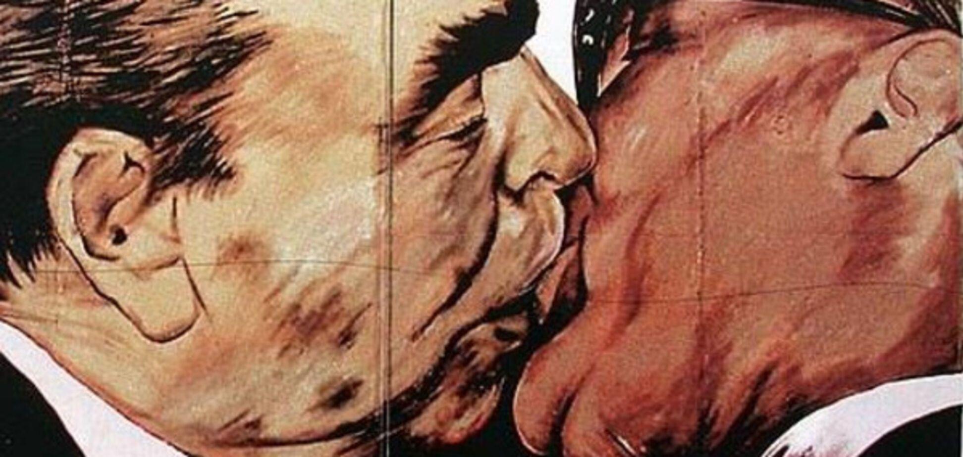 Поцелуй Хрущева с Брежневым
