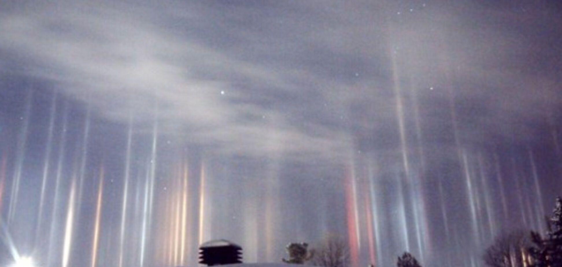 Неземная красота: в Канаде засняли мистические световые столбы