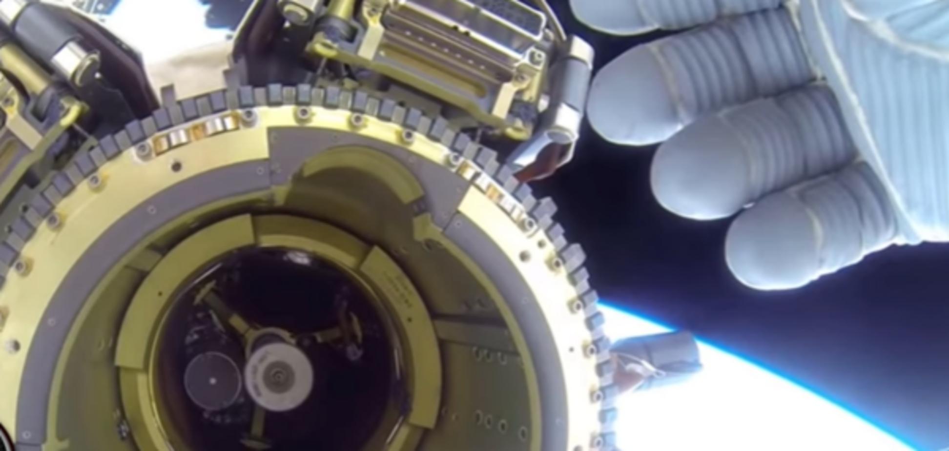 Астронавт NASA попытался скрыть пролетающий НЛО: опубликовано видео
