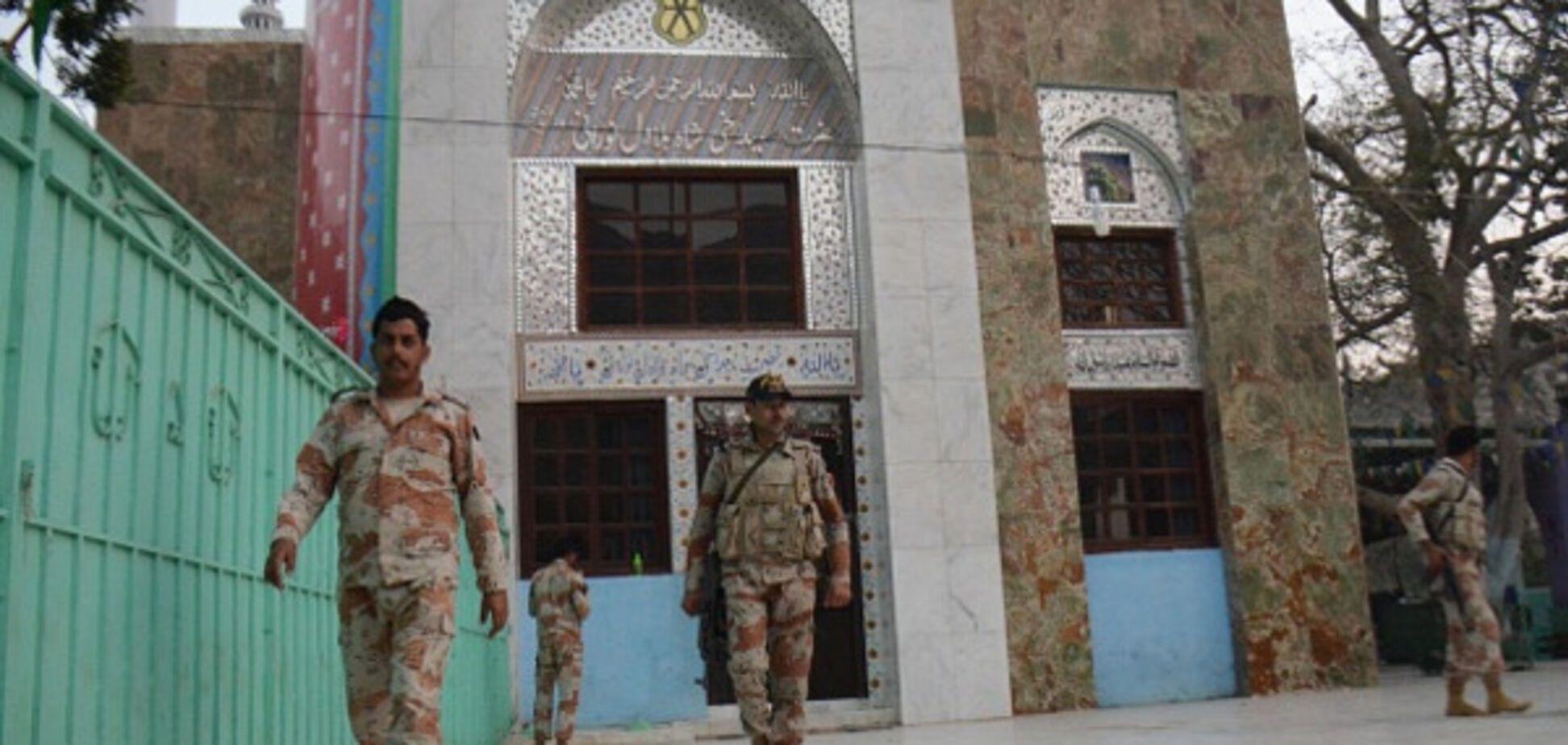 Мощный взрыв в Пакистане: 6 военных получили ранения