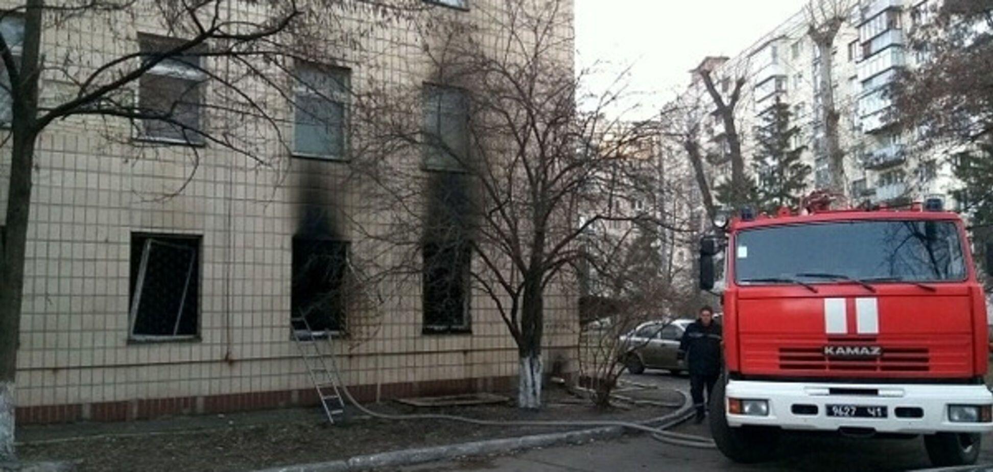 Пожежа у київській поліклініці на вулиці Ентузіастів