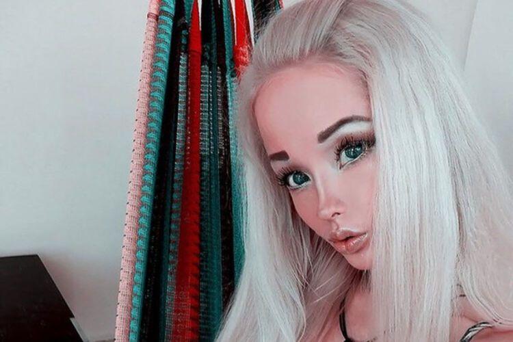 Блондинка силиконовой грудью #13