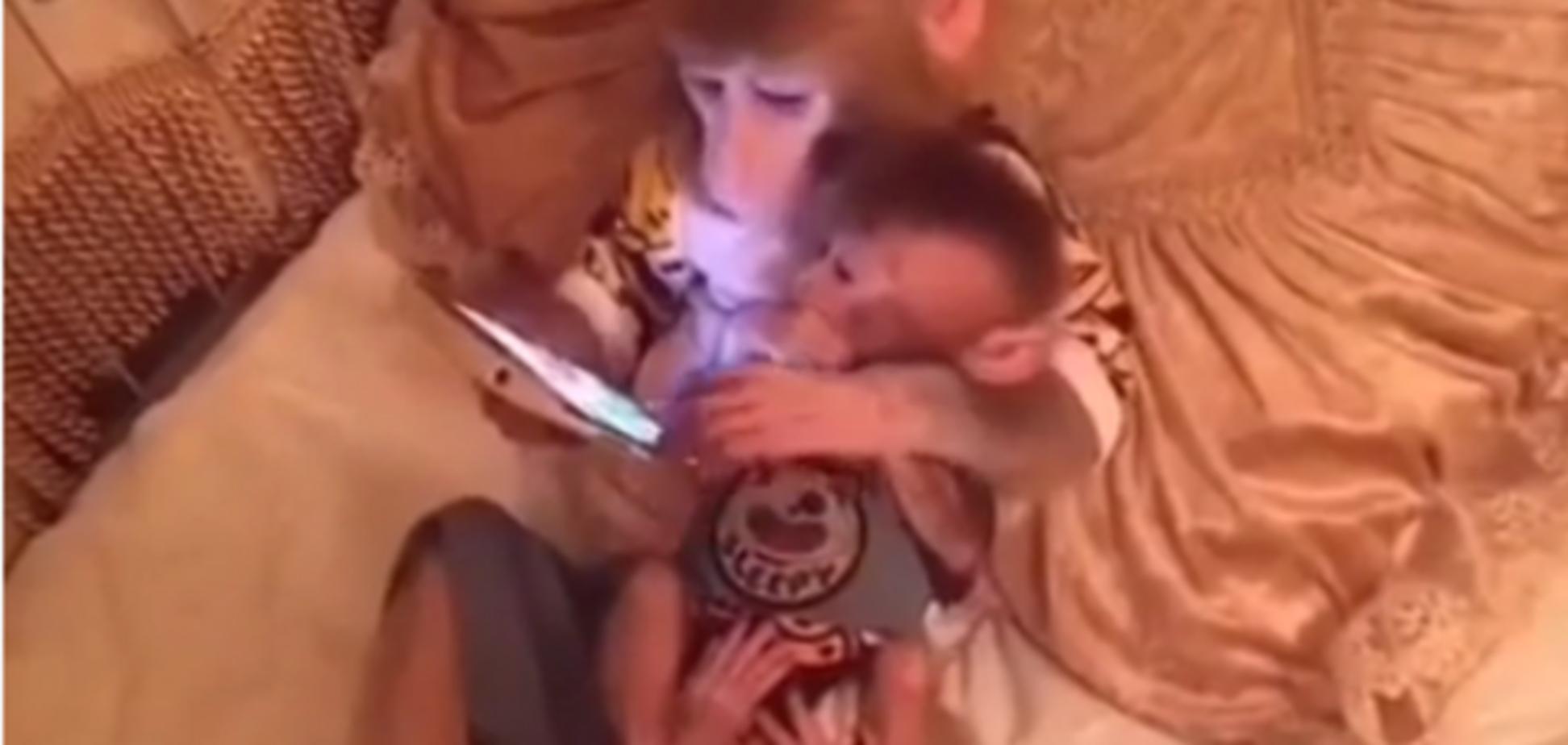 смартфон і мавпи