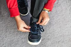 Як навчити дитину зав'язувати шнурки: лайфак від мами