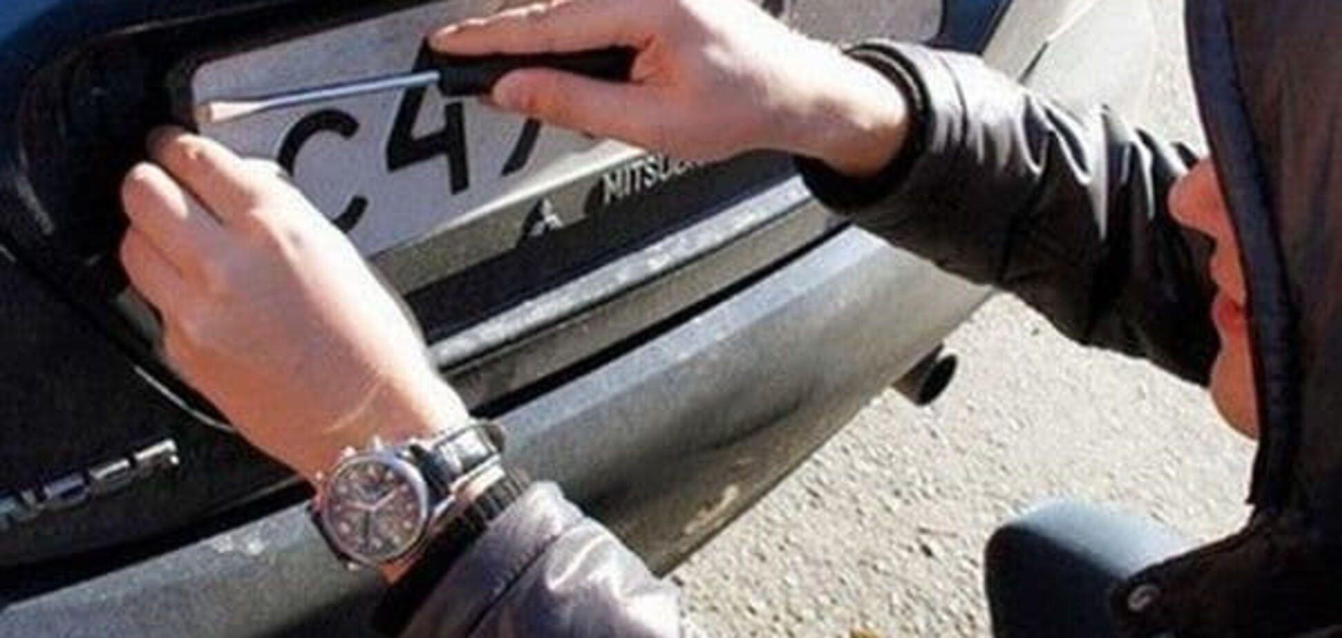 У Києві кримінал познущався над автомобілем дипломата