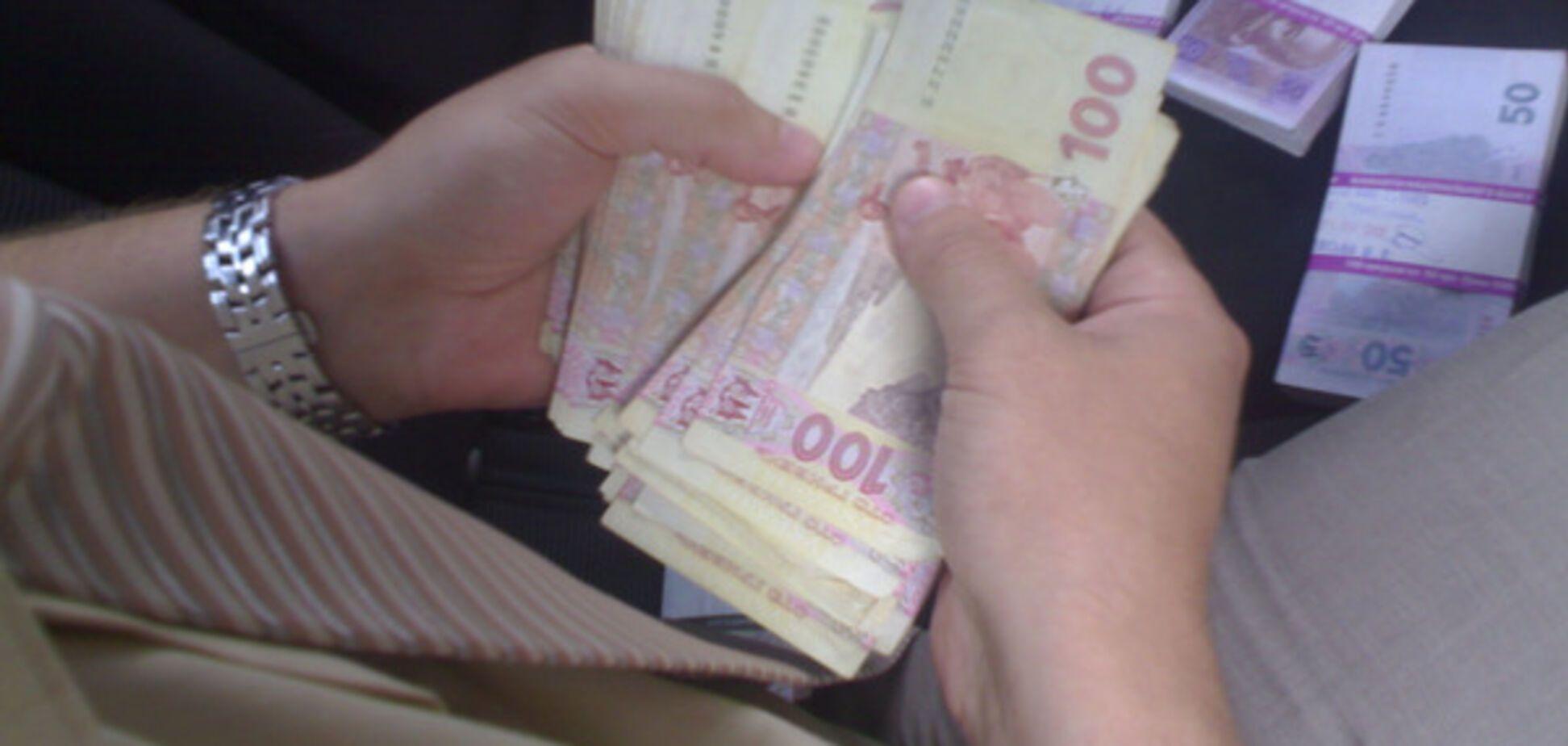 Фискалов-взяточников посадят на 5 лет