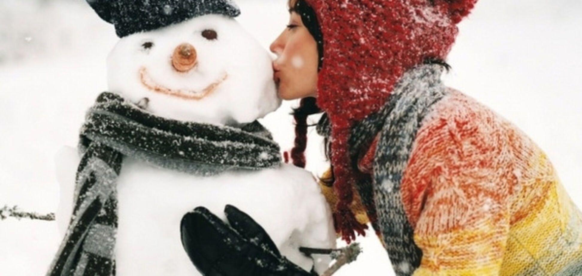 Сніговик, дівчина
