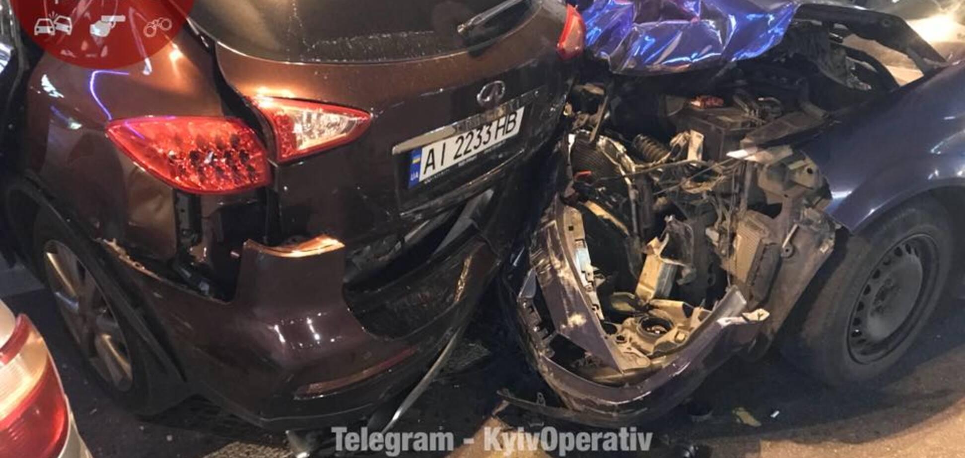 У Києві таксі Uber спровокувало масштабну ДТП: опубліковано відео