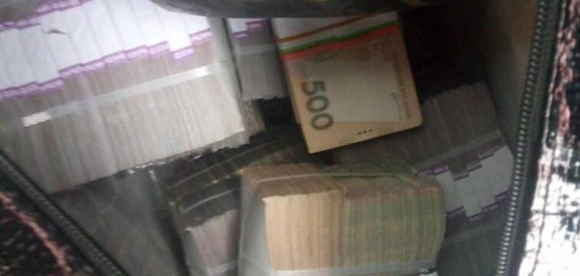 В Чернигове 'накрыли' конвертационный центр: изъяты огромные суммы и золото