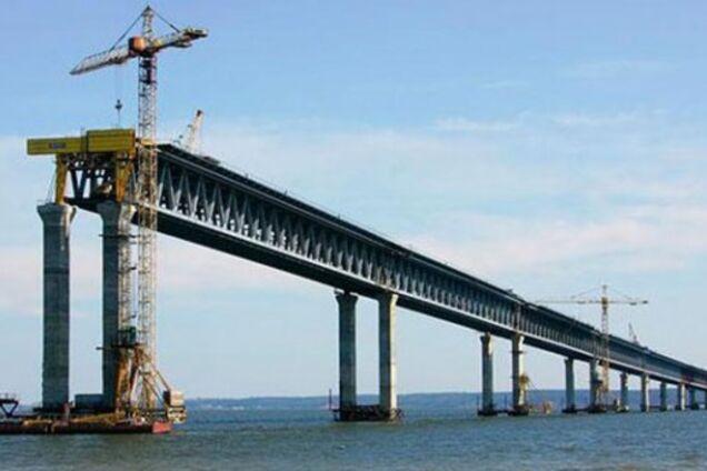 Регионы фактически бедствуют, зато мост в Крым строят