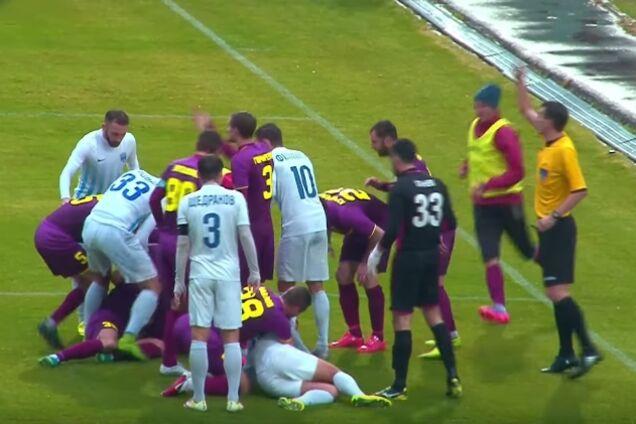 Двое украинских футболистов жутко столкнулись головами во время матча: видео не для слабонервных