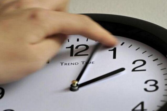 Украина переходит на зимнее время: когда переводить часы и как адаптировать организм