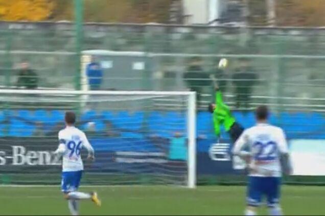 Российский футболист забил яркий гол со своей половины поля: видео шедевра