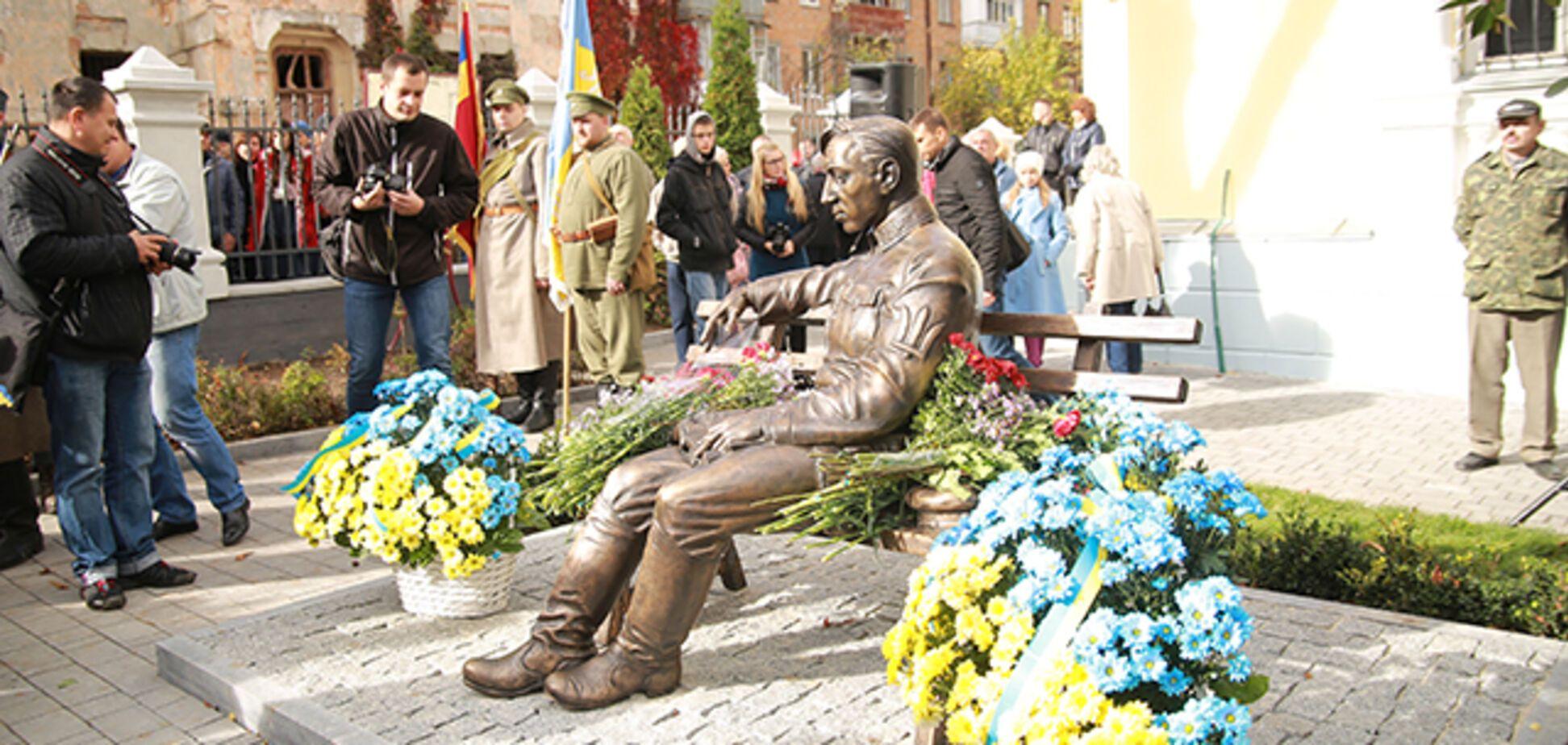В Україні відкрили перший пам'ятник Петлюрі: фоторепортаж