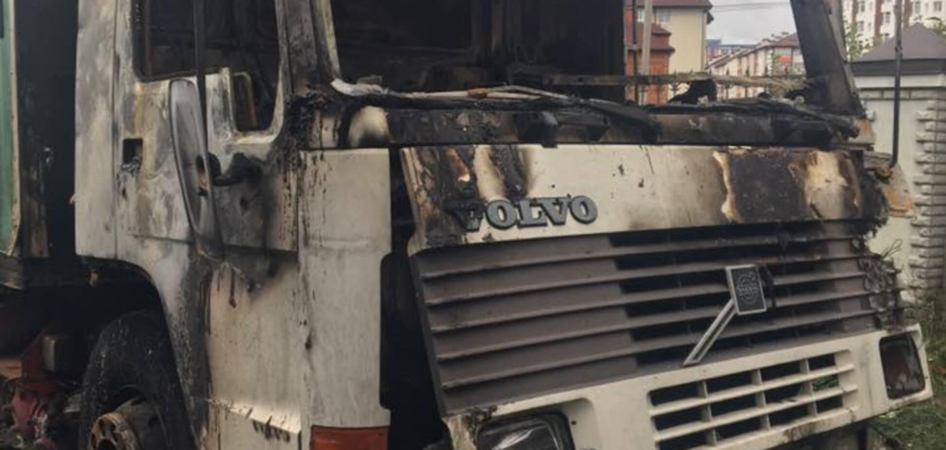 Известному украинскому волонтеру сожгли авто