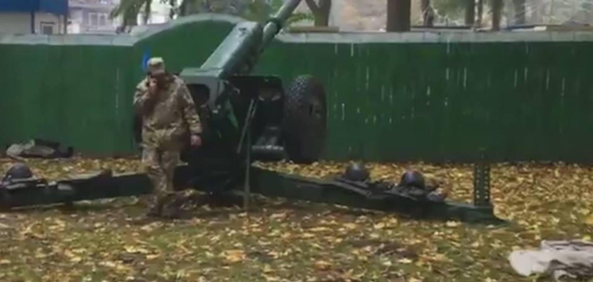 Киевляне встревожились из-за пушек под Верховной Радой: фотофакт