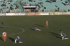 Боснийские футболисты совершили экстраординарный поступок во время матча, протестуя против судьи: видеофакт